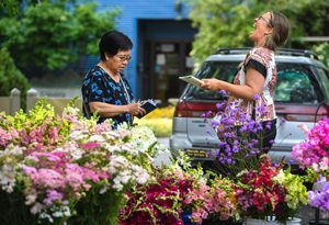Two ASCFG members making a difference with local flowers in Spokane.